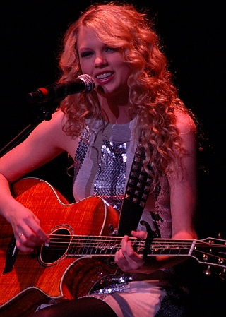 Taylor_Swift_Live(1)