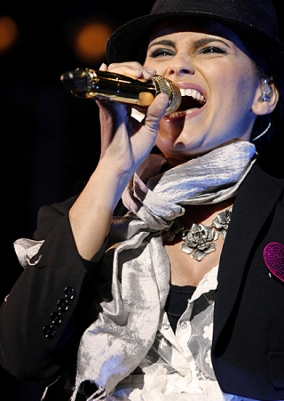 nelly_furtado_live_1